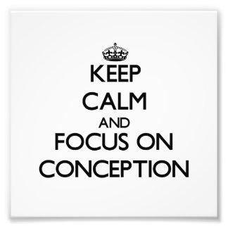 Guarde la calma y el foco en el concepto impresión fotográfica