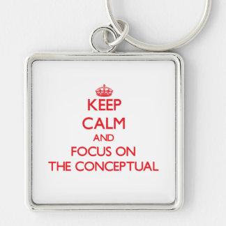 Guarde la calma y el foco en el conceptual llavero