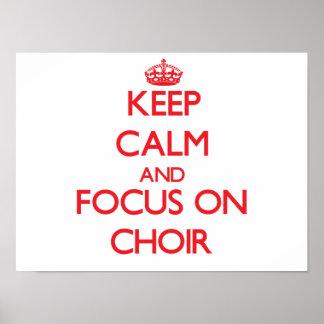Guarde la calma y el foco en el coro póster