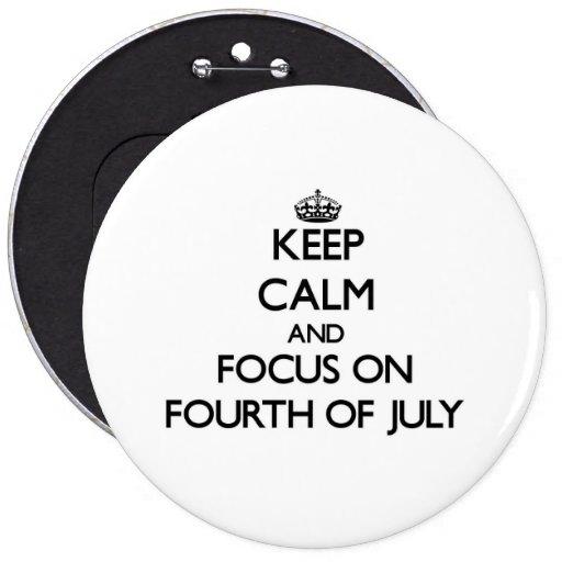 Guarde la calma y el foco en el cuarto de julio pins