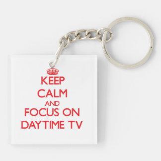 Guarde la calma y el foco en el d3ia TV Llavero Cuadrado Acrílico A Doble Cara