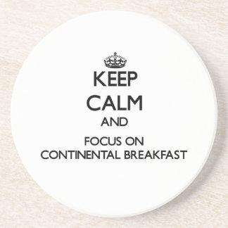 Guarde la calma y el foco en el desayuno continent posavaso para bebida