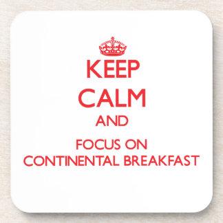 Guarde la calma y el foco en el desayuno continent posavasos de bebida