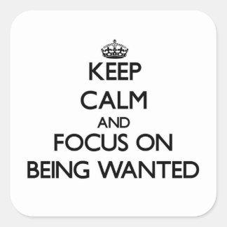 Guarde la calma y el foco en el deseo calcomanía cuadrada