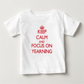 Guarde la calma y el foco en el deseo vivo tshirt