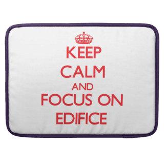 Guarde la calma y el foco en el EDIFICIO Fundas Macbook Pro