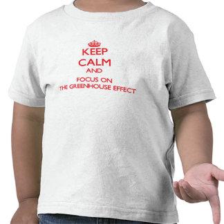 Guarde la calma y el foco en el efecto de camiseta