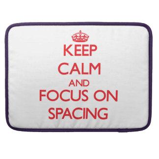 Guarde la calma y el foco en el espaciamiento funda para macbook pro