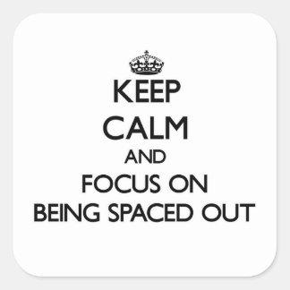 Guarde la calma y el foco en el espaciamiento pegatina cuadrada