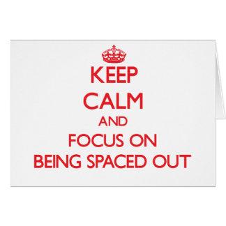 Guarde la calma y el foco en el espaciamiento tarjeta de felicitación