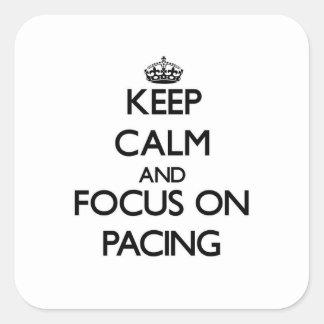 Guarde la calma y el foco en el establecimiento calcomania cuadradas