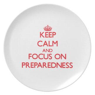 Guarde la calma y el foco en el estado de preparac plato para fiesta