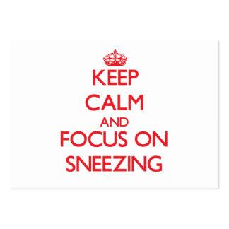 Guarde la calma y el foco en el estornudo tarjetas de visita