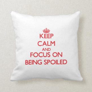 Guarde la calma y el foco en el estropeo almohada