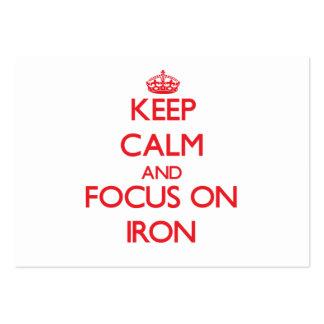 Guarde la calma y el foco en el hierro plantilla de tarjeta de negocio