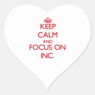 Guarde la calma y el foco en el inc. pegatina en forma de corazón