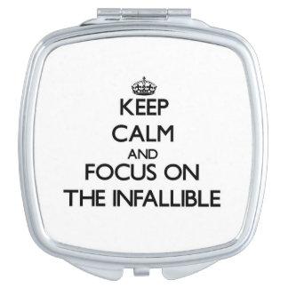 Guarde la calma y el foco en el infalible espejo para el bolso