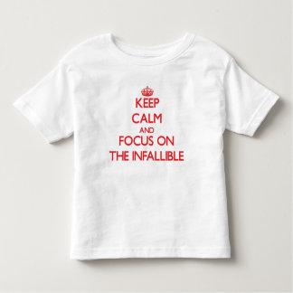 Guarde la calma y el foco en el infalible t-shirt