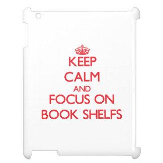 Guarde la calma y el foco en el libro Shelfs