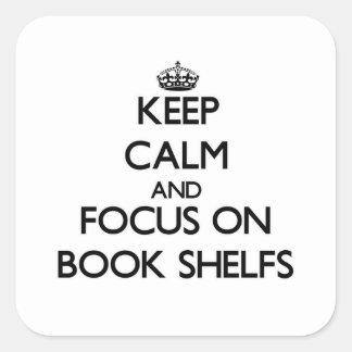 Guarde la calma y el foco en el libro Shelfs Calcomania Cuadradas