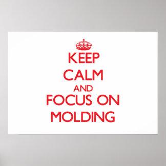 Guarde la calma y el foco en el moldeado posters