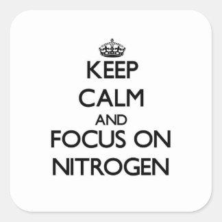 Guarde la calma y el foco en el nitrógeno pegatina cuadrada