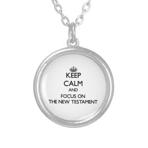 Guarde la calma y el foco en el nuevo testamento collares personalizados