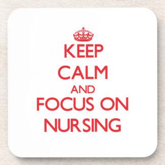 Guarde la calma y el foco en el oficio de enfermer posavasos de bebida