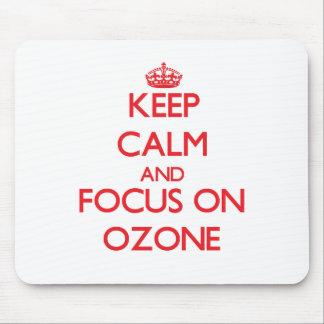Guarde la calma y el foco en el ozono tapete de ratón