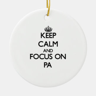 Guarde la calma y el foco en el PA Ornamento De Navidad