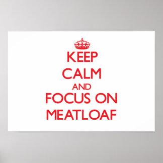 Guarde la calma y el foco en el pan con carne póster
