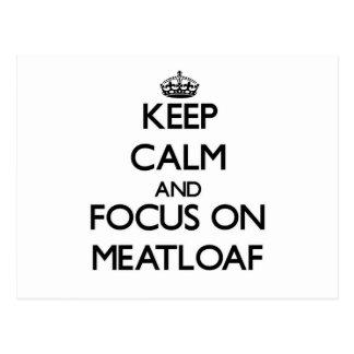 Guarde la calma y el foco en el pan con carne tarjeta postal