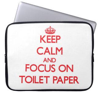 Guarde la calma y el foco en el papel higiénico manga computadora