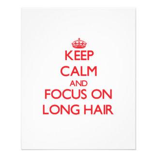 Guarde la calma y el foco en el pelo largo tarjeton