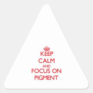 Guarde la calma y el foco en el pigmento calcomania trianguloada