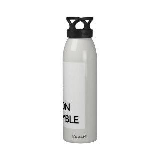 Guarde la calma y el foco en el preámbulo botella de agua reutilizable