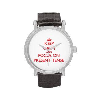 Guarde la calma y el foco en el presente relojes de pulsera