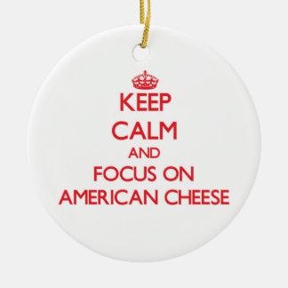 Guarde la calma y el foco en el queso americano ornamento de reyes magos