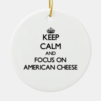 Guarde la calma y el foco en el queso americano ornamentos de reyes