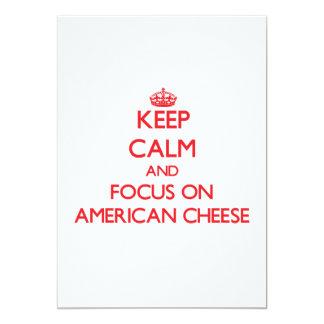 Guarde la calma y el foco en el queso americano invitación 12,7 x 17,8 cm