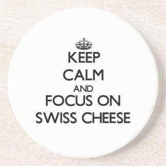 Guarde la calma y el foco en el queso suizo