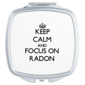 Guarde la calma y el foco en el radón espejo maquillaje