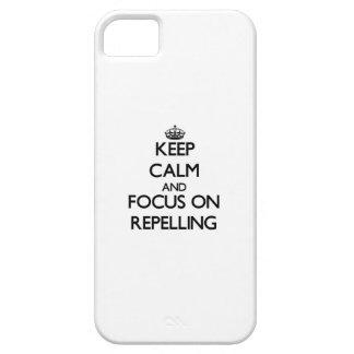 Guarde la calma y el foco en el rechazo iPhone 5 Case-Mate protector