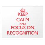 Guarde la calma y el foco en el reconocimiento blocs de papel