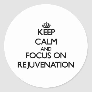 Guarde la calma y el foco en el rejuvenecimiento etiquetas redondas