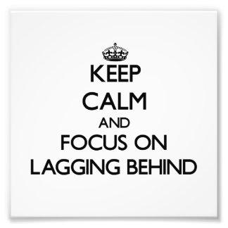 Guarde la calma y el foco en el revestimiento detr impresiones fotograficas