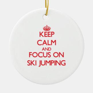 Guarde la calma y el foco en el salto de esquí adorno de reyes