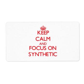 Guarde la calma y el foco en el sintético etiqueta de envío