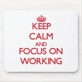 Guarde la calma y el foco en el trabajo mouse pads