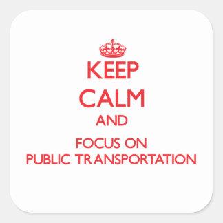 Guarde la calma y el foco en el transporte público pegatina cuadrada